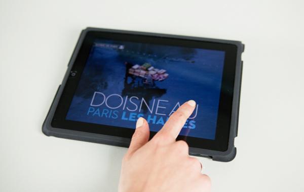 """Appli iPad """"Doisneau, Paris Les Halles"""""""