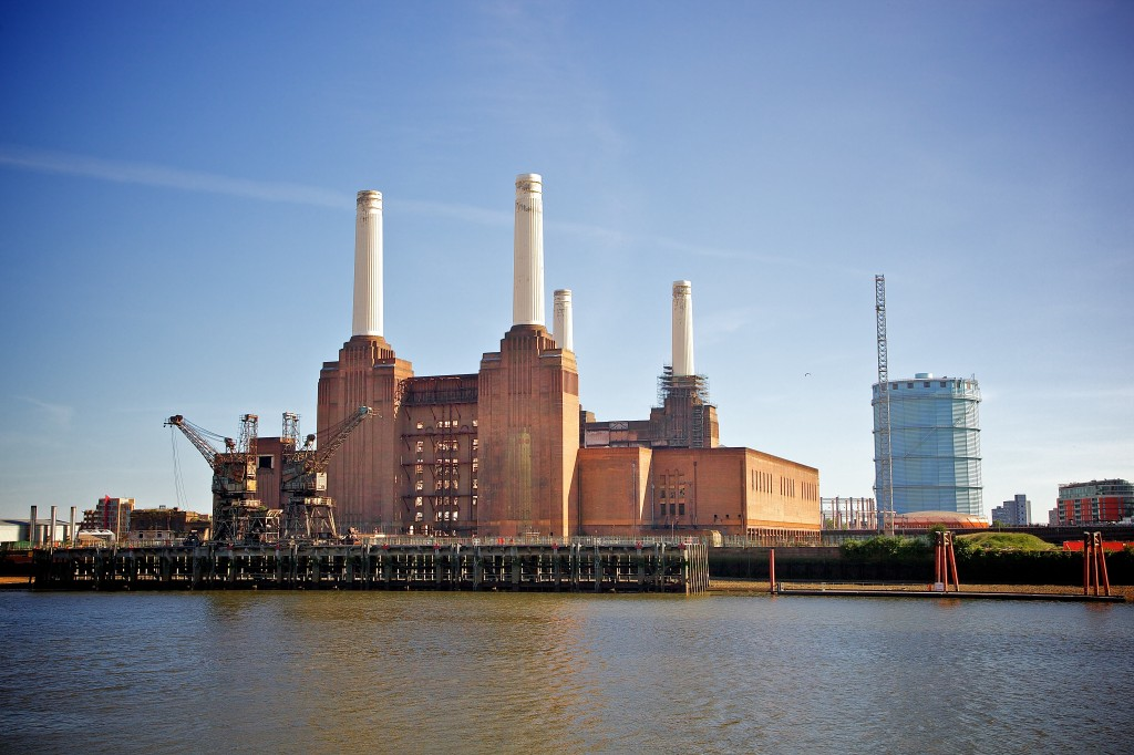 Battersea_Power_Station,_London-22May2010