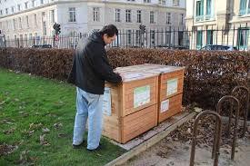 Après le tri sélectif, de plus en plus de communes et de citoyens adoptent le compostage urbain, qu'il soit collectif ou individuel.